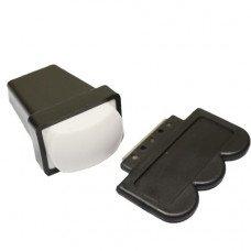Скрапер и белый силиконовый штамп для стемпинга